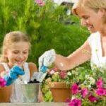 Giardinaggio: mamme e figli con il pollice verde