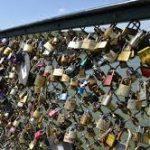 Parigi, la città dell'amore: guerra alle promesse degli innamorati!