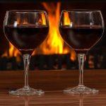 Il vino, un regalo e un compagno durante le feste di Natale